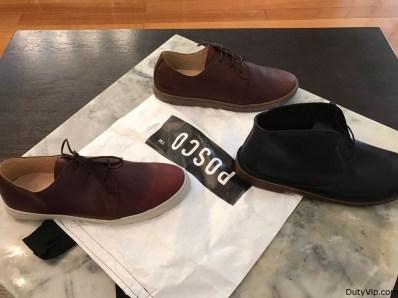 Los dos pares de zapatos en color marrón caramelo, marrón más clásico con suela también marrón, y las botas negras con una suela muy especial de Posco