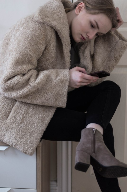her_journal_kea_bose_zara_taupe_military_blazer-3
