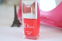 O da Dior é o meu mais novo amadinho ele é Pink porém de menos intensidade que o da Bourjois, é duradouro mas não tanto quanto o da Bourjois, o pincel é achatado facilitando a aplicação e não há necessidade de extra brilho por cima, o esmalte já é incrível.