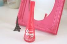 O da Bourjois é um super pink que tem o aspecto de gel e o mais legal desse esmalte é que o pincel é achatado facilitando a aplicação, também é bem duradouro até mais que o da Revlon, seca rápido e não é necessário passar o extra brilho por cima.