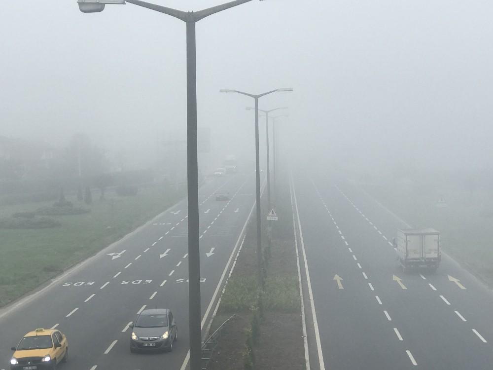 Düzce'de yeni güne yoğun sisle başladı