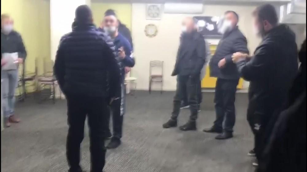 Fenerbahçe taraftarı zafer sarhoşu oldu kısıtlamayı unuttu, 24 kişi cezayı yedi
