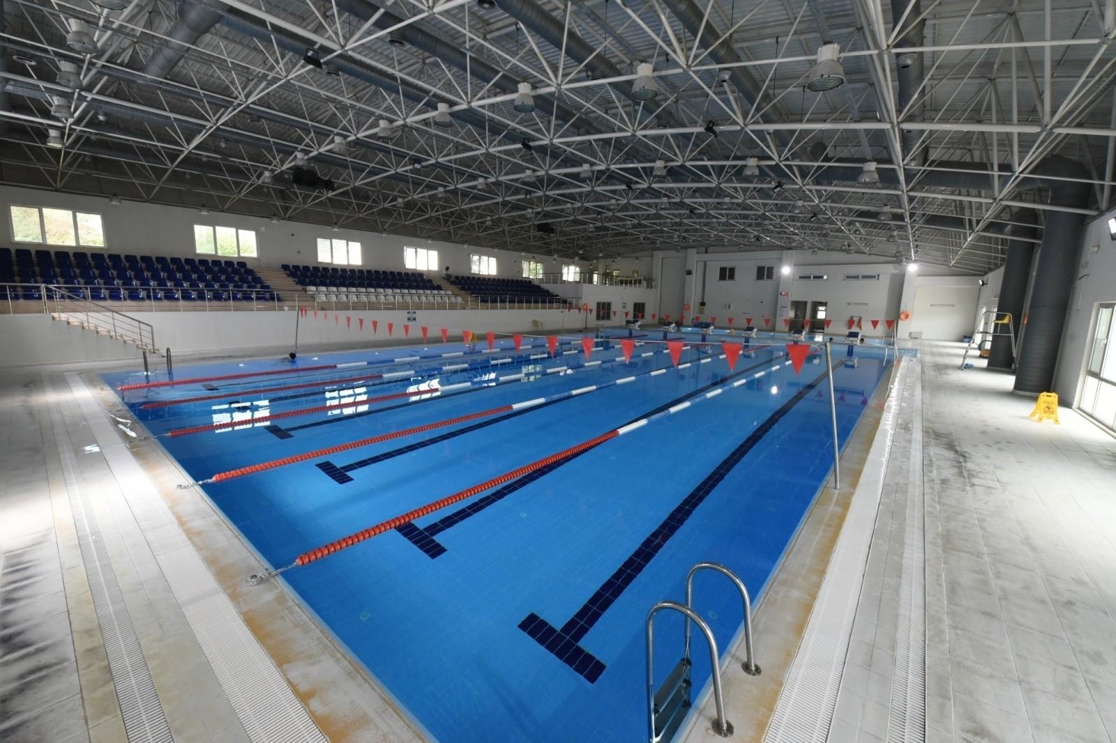 DÜ yüzme havuzu açıldı