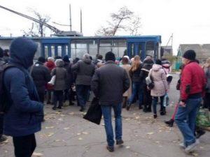 В Херсоне маршрутчики устроили забастовку с требованием поднять стоимость проезда – в городе транспортный коллапс