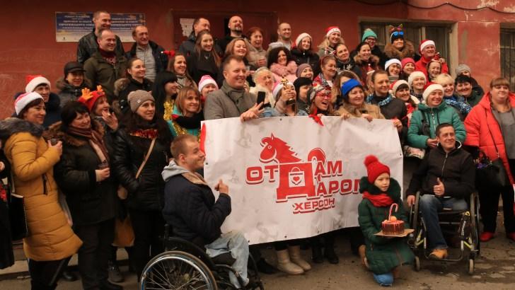 В Херсоне объединились простые люди, чтобы помочь обустроить быт двум парням-инвалидам