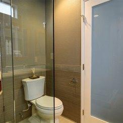 Двери для ванной комнаты и туалета