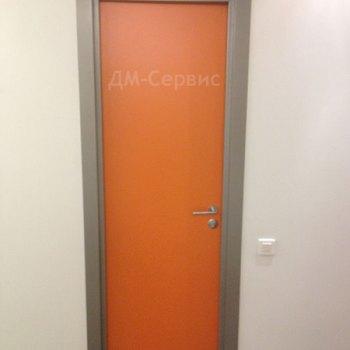 Стильная пластиковая дверь для отеля