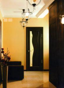 дверь в цвете венге в интерьере