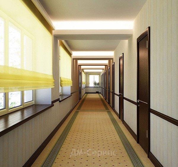 Шпонированные двери в школьном коридоре
