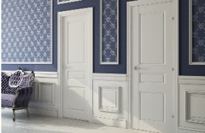 белая крашеная дверь