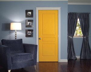 преимущества крашенной двери