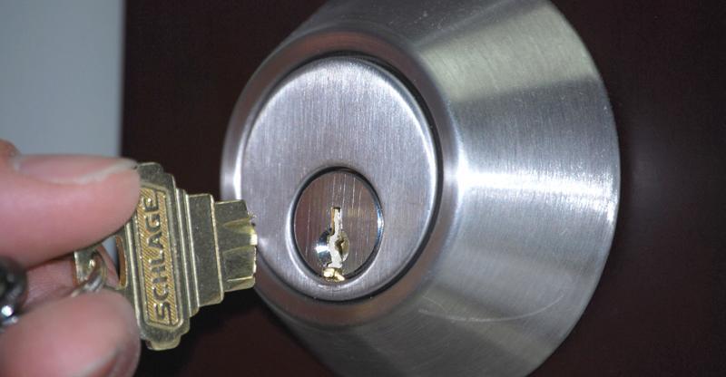сломанный ключ в замке