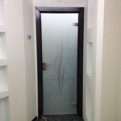 Межкомнатная стеклянная дверь в квартире