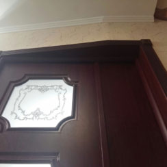 Дверь с эксклюзивным наличником и добором