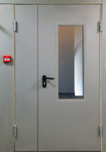 Межкомнатная противопожарная дверь с остеклением