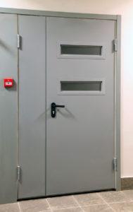 Межкомнатная противопожарная дверь со стеклом