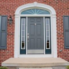 Входная металлическая дверь для частного дома