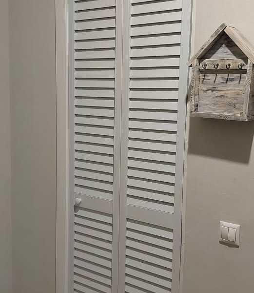 жалюзийная дверь