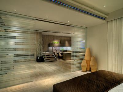 Cómo separar ambientes con paneles de vidrio