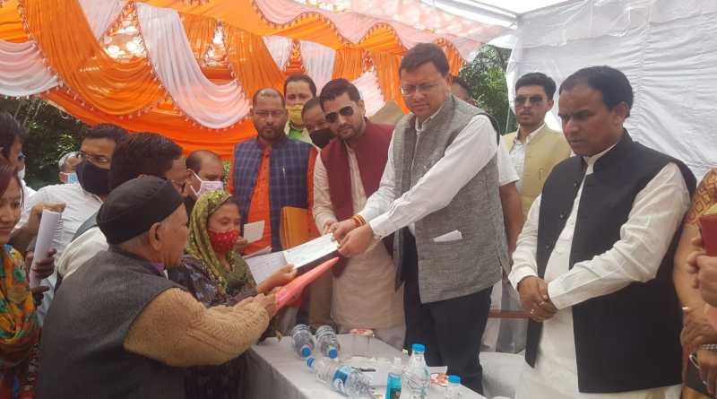 मुख्यमंत्री श्री पुष्कर सिंह धामी ने जनपद पिथौरागढ़ में तहसील धारचूला पंहुचकर आपदा से हुए नुकसान का जायजा लेते हुए आपदा प्रभावितों से मुलाकात कर उनकी समस्याएं सुनी