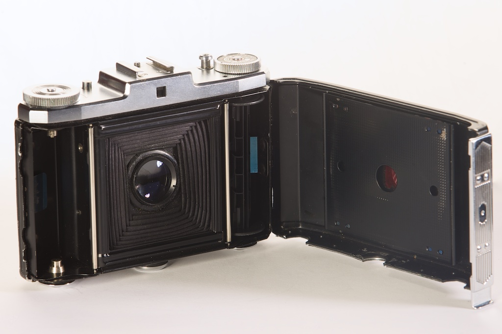 Zeiss Ikon Ikonta 523/16 by Dan Smith