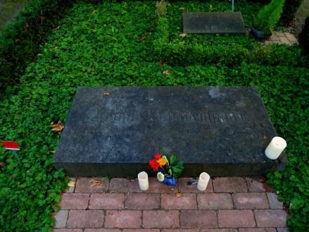 skromny pomnik wielkiego filozofa / Arthur Schopenhauer