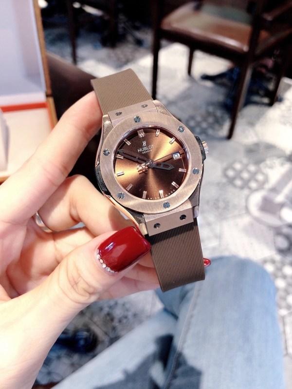 Đồng hồ Hublot nữ mặt tròn