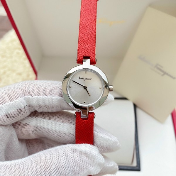 Đồng hồ Ferragamo nữ dây da màu đỏ