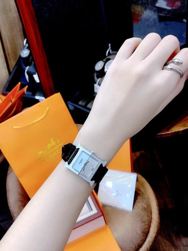 Đồng hồ Hermes nữ dây da