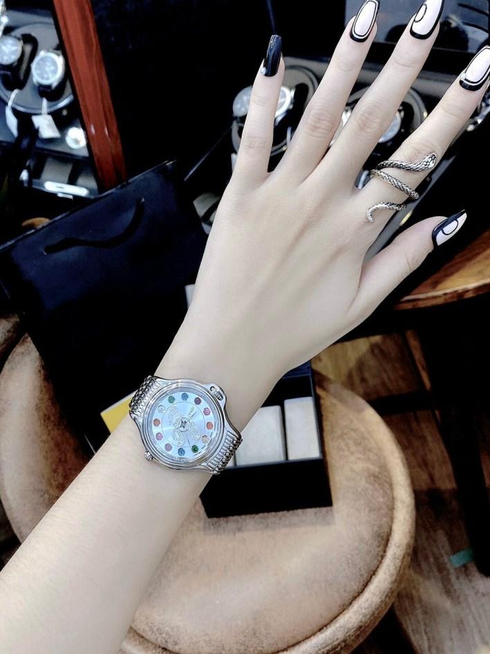 Đồng hồ Fendi nữ mặt đá xoay