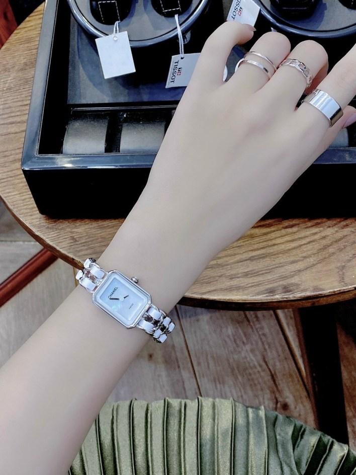 Đồng hồ Chanel nữ mặt chữ nhật