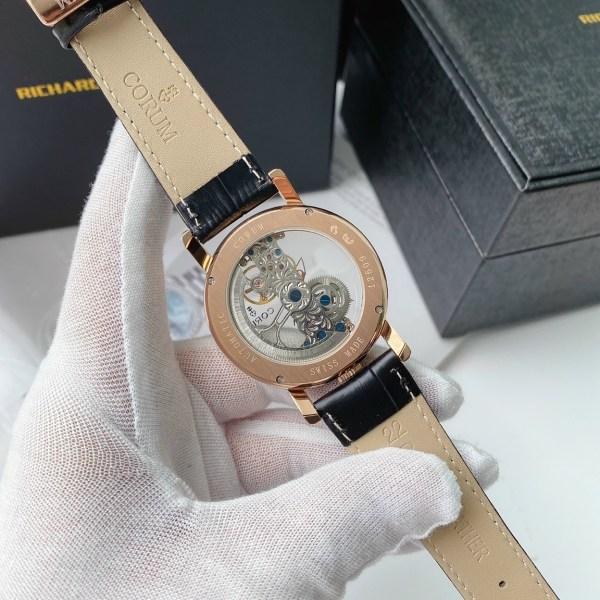 Đồng hồ Corum automatic