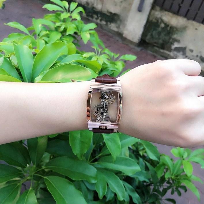 Đồng hồ Corum nam mặt chữ nhật