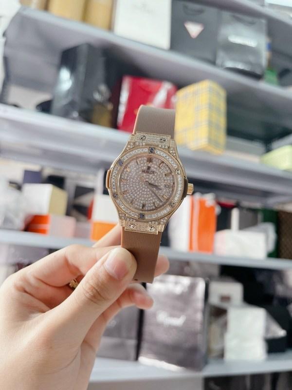 Đồng hồ Hublot nữ dây cao su màu nâu