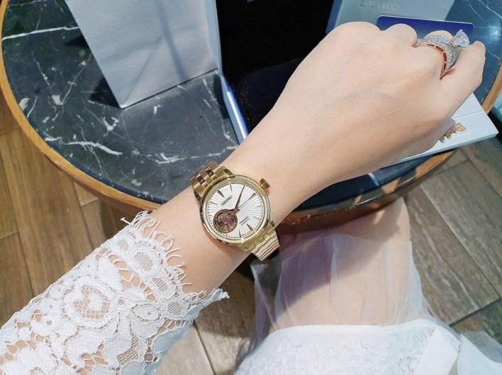 Đồng hồ Seiko dây kim loại