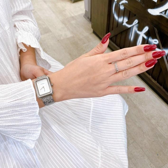 Đồng hồ Chanel nữ dây kim loại