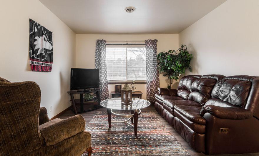 615 & 617 Lucinda Oaks Apartments, Lucinda Ave, DeKalb, IL 60115 (On Campus Housing)
