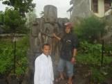 Arca Kertanegara di Singosari (menurut penulis dengan lmbang siwa dalam berbagai perwujudan dan lambang Budha)
