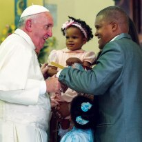 Pope&childSantiago