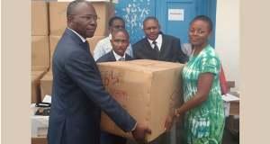 GABON-Insertion des jeunes :  Flavien Nzengui Nzoundou remet des kits  à 1785 stagiaires en fin de formation