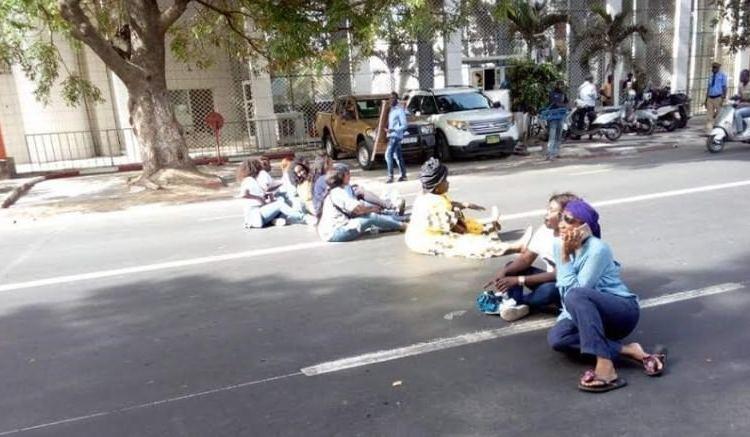 Sénégal: Des femmes bloquent la circulation vers le palais présidentiel