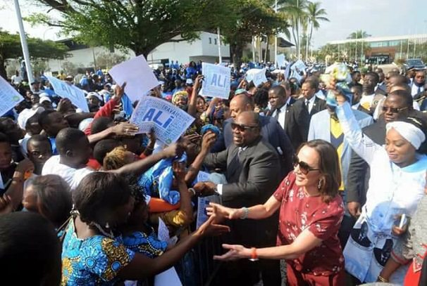 Gabon : Ali Bongo Ondimba communie avec son peuple