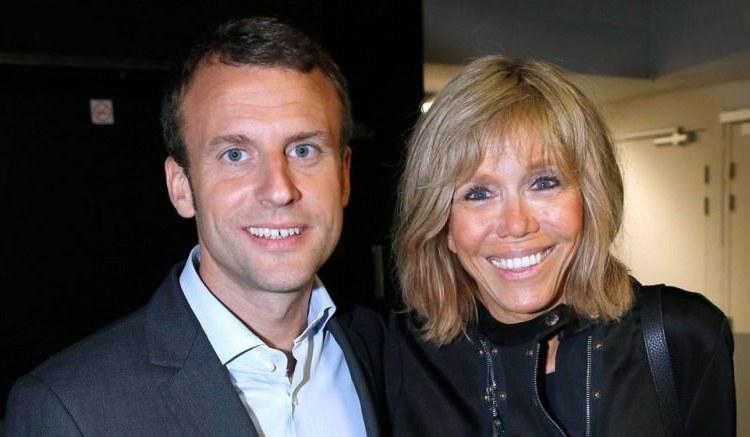 Le couple Macron - France : Le président Macron rend visite à un bébé africain qui porte son nom