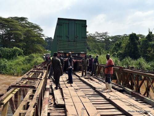 le pont de bukama sur le fleuve congo sur le point de seffondrer - Le pont de Bukama sur le fleuve Congo sur le point de s'effondrer