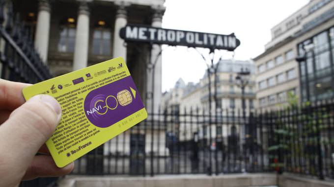 France, Paris, Anne Hidalgo annonce la création d'un passe Navigo gratuit pour les seniors