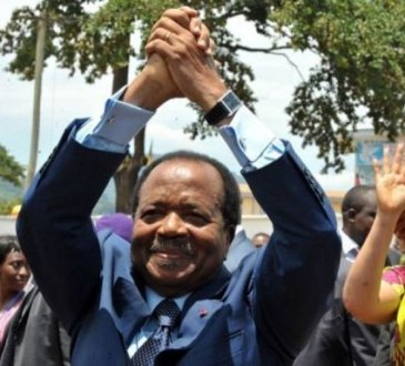 336370 le president sortant camerounais paul biya avec sa femme apres avoir vote a yoaunde le 9 octobre 201 - Il y a 43 ans Paul Biya devenait Premier ministre du Cameroun et avait alors 42 ans