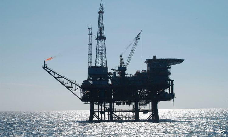 1024px Oil platform 091756.3 lg - Pétrole: un demi-milliard de barils découvert au large du Ghana