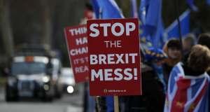 """Brexit : May essaie de conjurer un rejet """"catastrophique"""" de l'accord"""