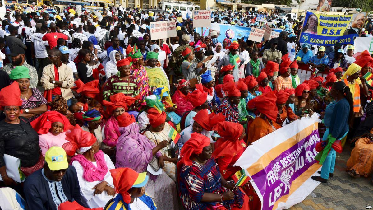 L'opposition manifeste à Dakar contre le système de parrainage