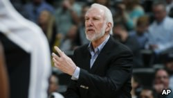 Gregg Popovich, le légendaire entraîneur des San Antonio Spurs, Denver, Colorado, le 8 avril 2016.